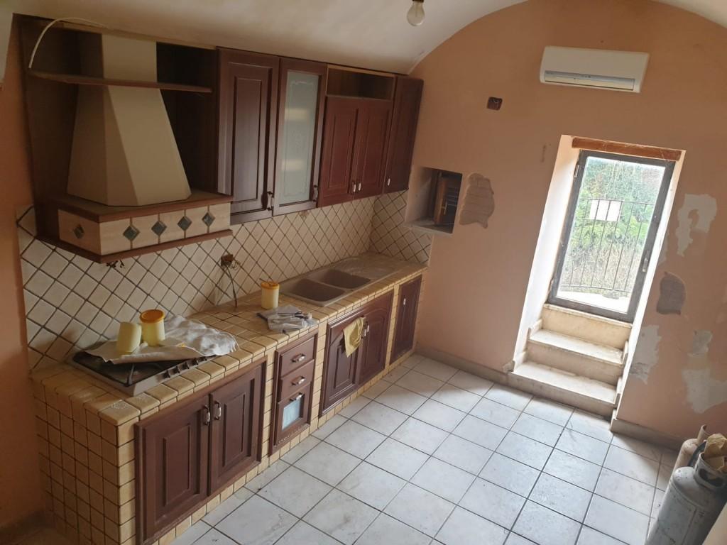 cucina con balconcino